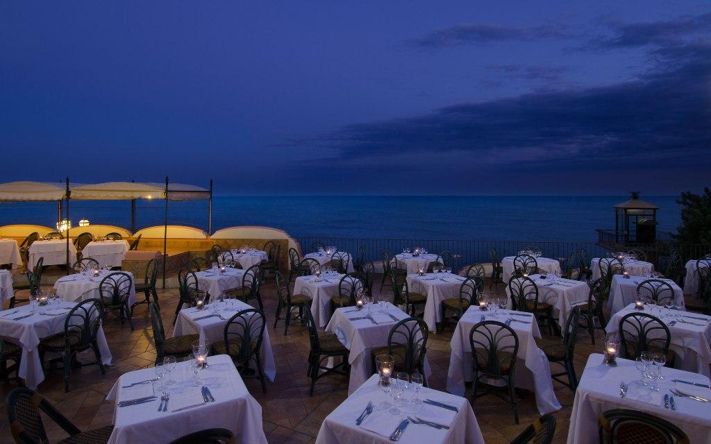 baia-taormina-restaurant-terrace