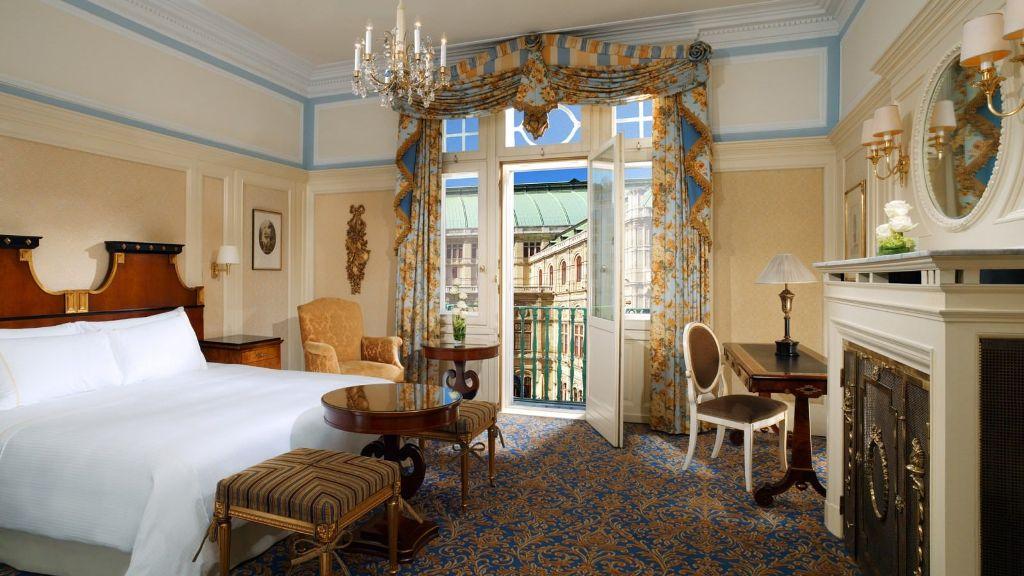 hotel-bristol-deluxe-opera-room