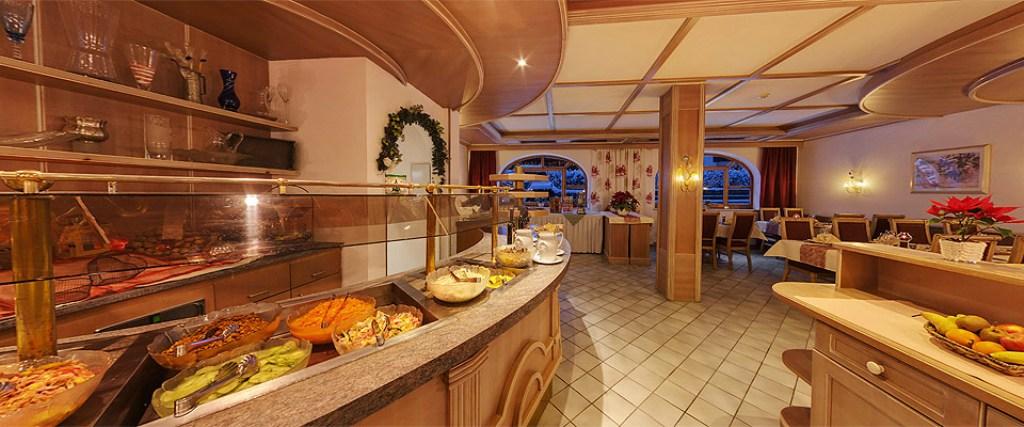 hotel-holzknecht-speisesaal-neustift
