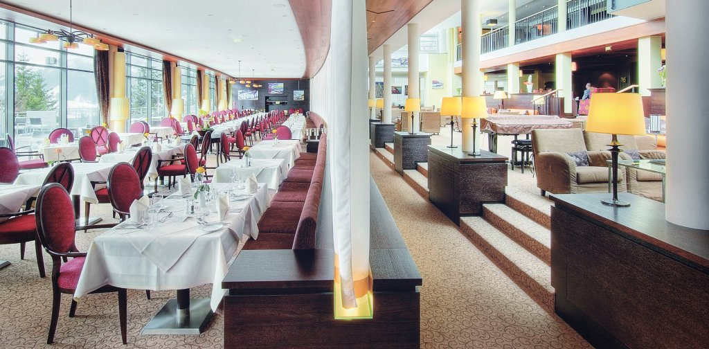 restaurant_lobby_dsf0559_grad_web2x